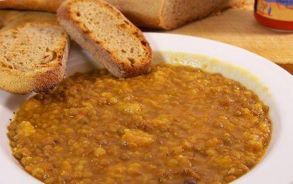 Lenticchie in umido - Ecco come cucinare le lenticchie in umido,   con la facile  ricetta tradizionale che prevede la sola aggiunta di un po' di pomodoro e di un soffritto