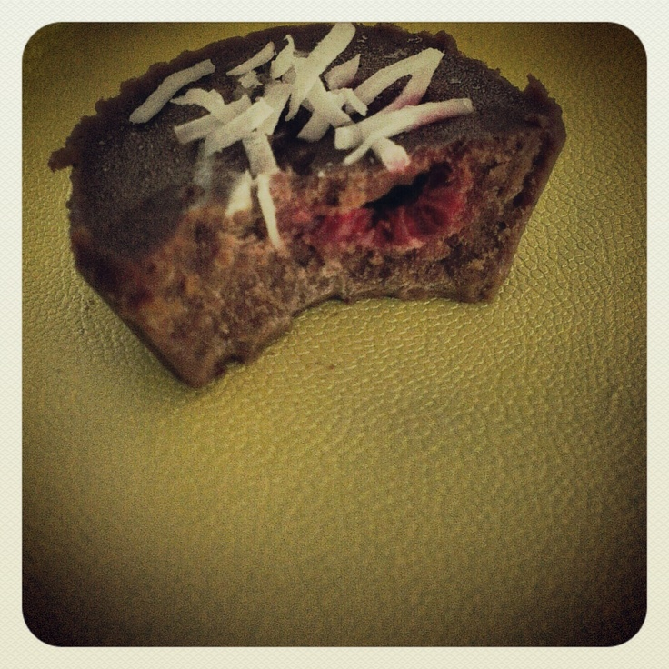 Coconut and raspberry mini chocolates - little mouthfuls of sugar-free goodness.
