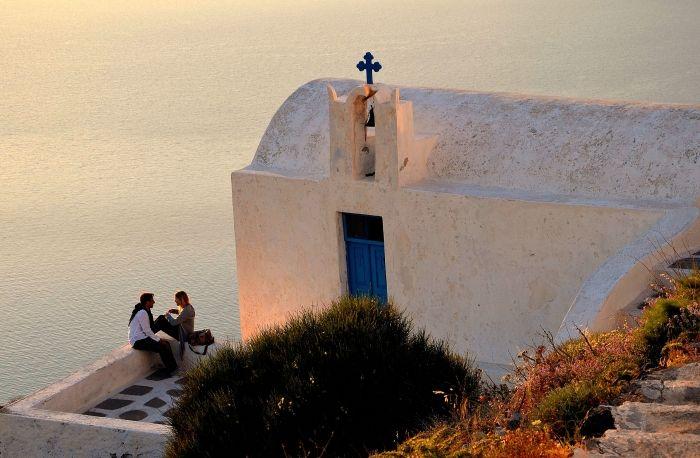 Live your romance in Santorini