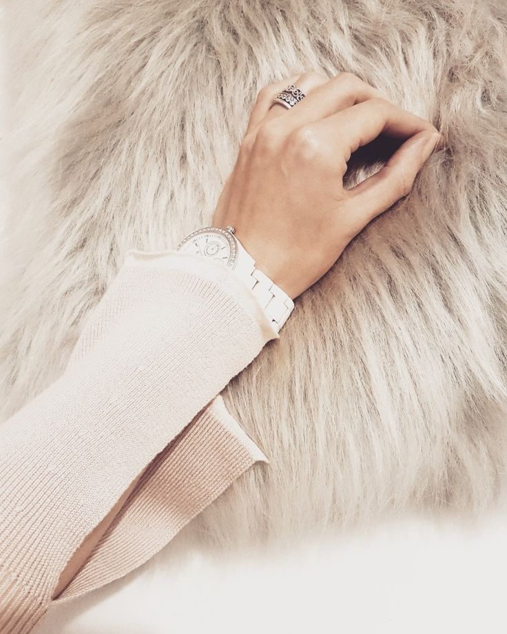 Fur pillow &  evening mood  #pastel #nude #autum #orsay #fossil #yes #jewellerry