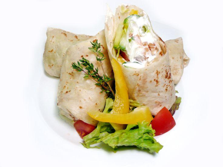 Tortilla s krůtími nugetkami. #ukastanujarov http://www.ukastanu.cz/jarov