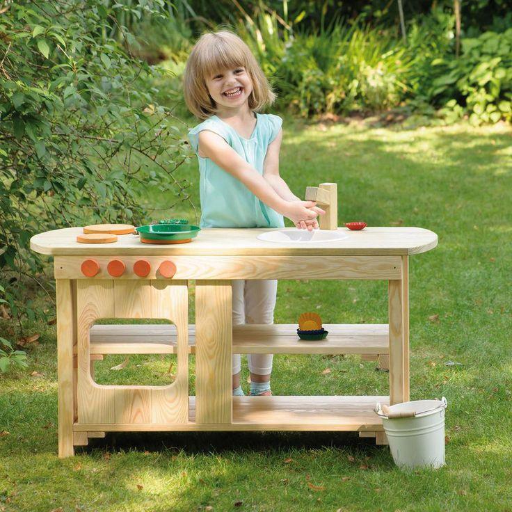 Erzi Spielküche Outdoor Bis jetzt waren Spielküchen ein Fall für Kinderzimmer und Spielräume. Aber sobald sich die ersten Sonnenstrahlen am Himmel zeigen, zieht es Jeden nach draußen. Die neue Outdoor-Kinderküche von Erzi bringt jetzt das beliebte Rollenspiel in den Garten.