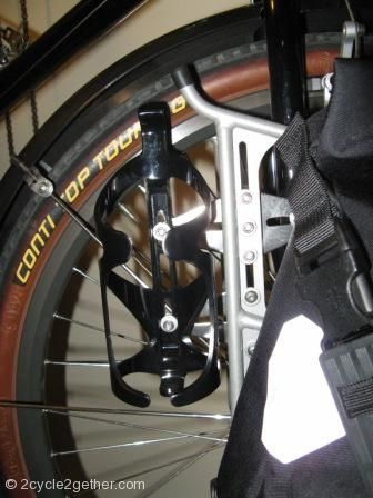 How homeshot added 2x bottle positions to his Surly front rack.
