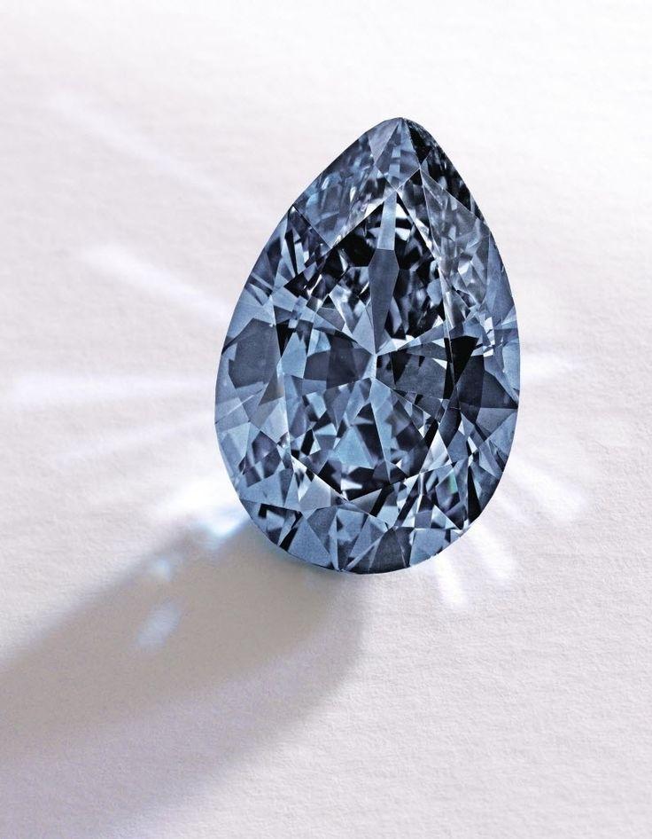 Diamante azul de 9,75 quilates, em forma de pera.  Fotografia: Sotheby's/AFP.