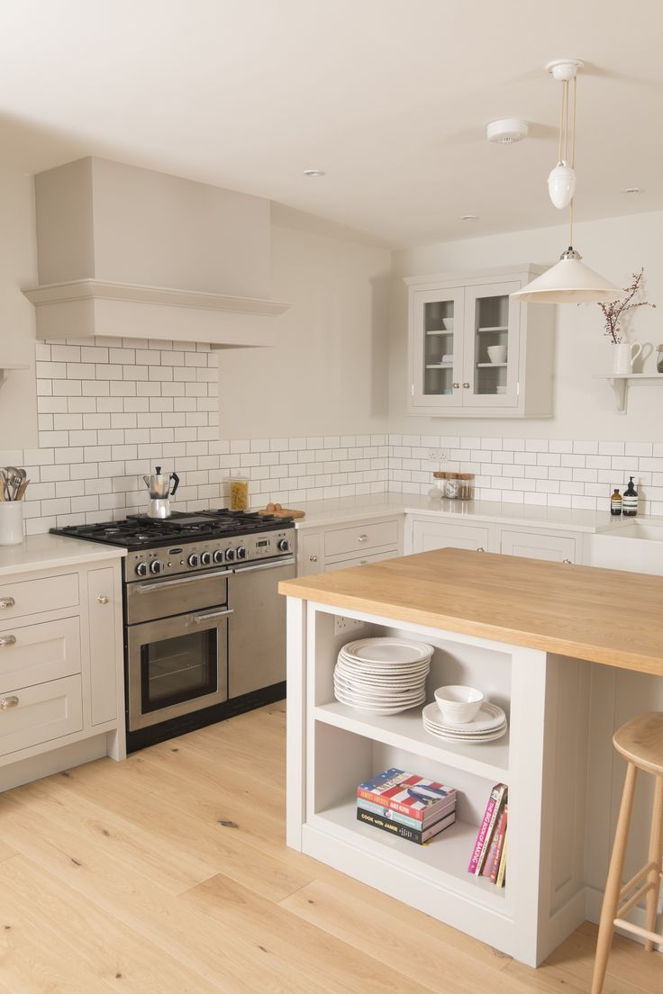 Beautiful Shaker in-fame kitchen from Chalkhouse Interiors. Painted in Farrow and Ball Cornforth White
