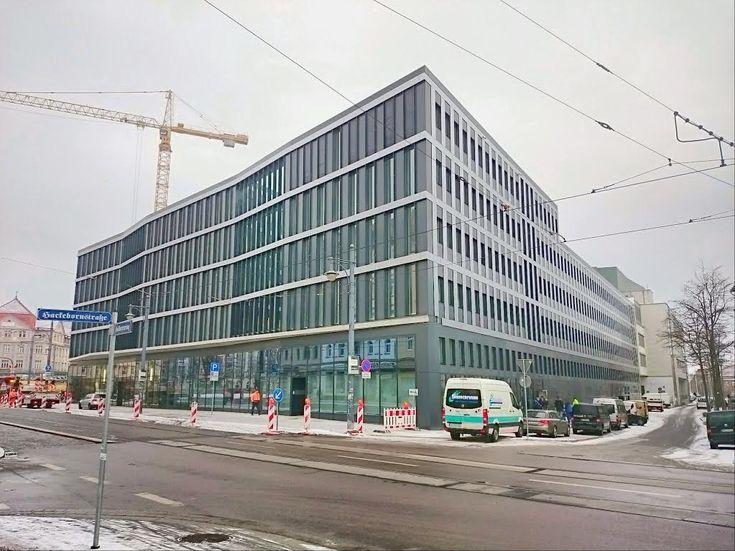 """Das Finanzministerium gab heute den Preisträger des Wettbewerbes """"Kunst am Bau für das Finanzamt Halle"""" bekannt: er geht an die Arbeit """"Der hallische Sal"""