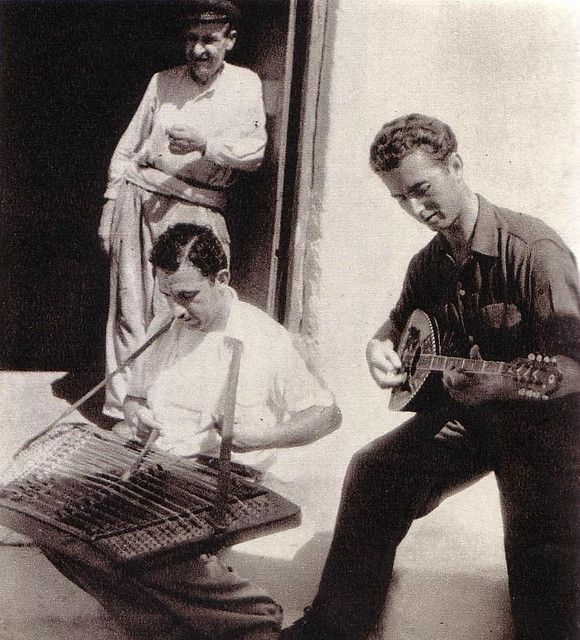 https://flic.kr/p/5LDMya   musicians abt l960   images grom tavelguidebook plm l965,with many  much older pictures of Mykonos and people
