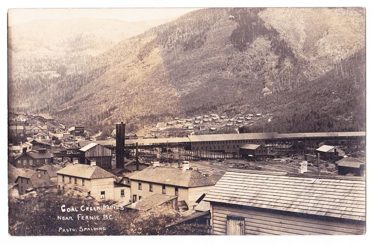 Photo postcard By Joseph Frederick Spalding, showing a circa 1900s-1910s of the Coal Creek mine, near Fernie.