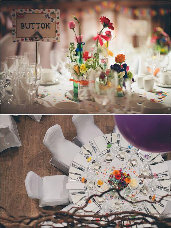 Décoration de table fleurie et colorée