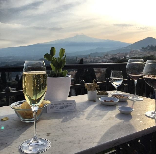 Bubbles + Volcano = Happiest Hour. Cheers to a beautiful aperitivo by @sevagpr