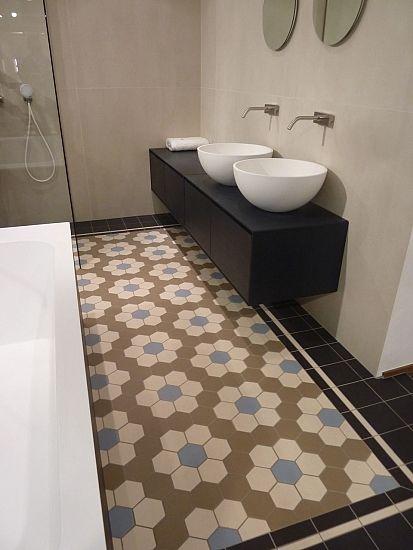 17 beste afbeeldingen over hal op pinterest binnenkomst hal geschilderde trap en edison bollen - Deco hal originele badkamer ...