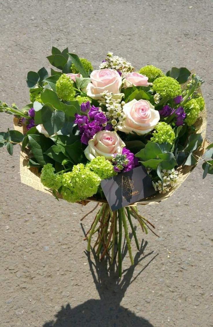 bloomeria.ro După ploaia din weekend, până și buchetele noastre se lasă răsfățate de razele soarelui.☀️ Cui vrei să-i faci ziua mai frumoasă astăzi? 😊 #zifrumoasa #florispeciale #floricolorate #livrareladomiciliu #livramflori #livramzambete #livramiubire #bloomeriaevents #bloomeriadesign #passion #bucharest #shoponline #welcometotheworldofflowers #bloomeria