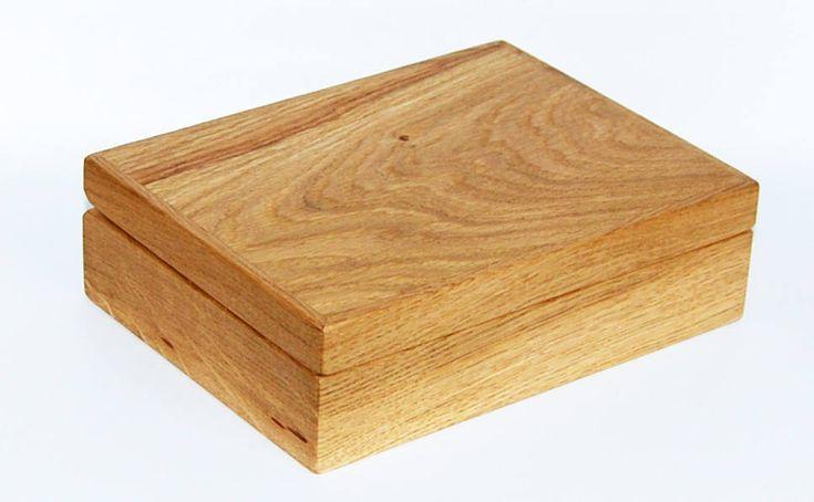 Ich freue mich, den jüngsten Neuzugang in meinem #etsy-Shop vorzustellen: Schmuckkästchen Gravur Geschenkbox personalisiert Holz Magnetverschluss massiv Eiche http://etsy.me/2DTIBpD #schmuck #valentinstag #rechteck #geometrisch #unisexerwachsene #ja #holz #schatulle #t