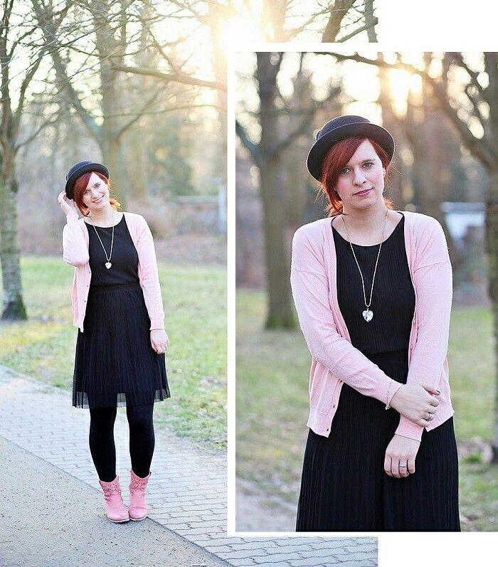 Schwarzes kleid rosa schuhe