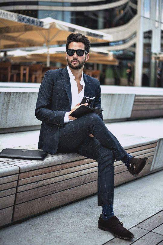 Casual Office Look. Wir finden, Socken als Eyecatcher sind super! . . . . . der Blog für den Gentleman - www.thegentlemanclub.de/blog