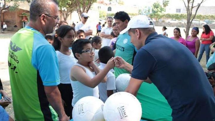 Entrega Jaime Álvarez 160 uniformes a jóvenes futbolistas de Lomas de Cortés