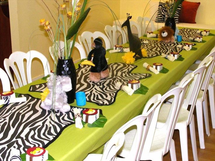 Jungle safari baby shower theme table