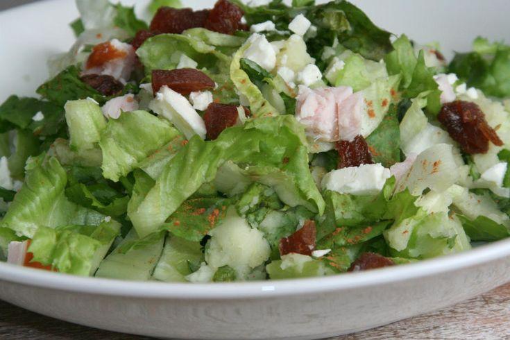 Andijviestamppot met feta, dadels en kaneel. Aardappels vervangen door bloemkool en knolselderij.