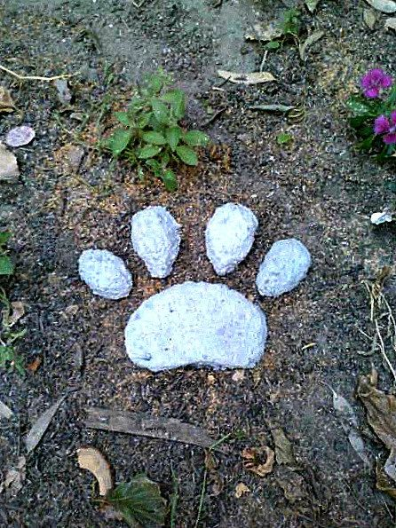 Stepping Stone Paw Print Pet Memorial Concrete Stone
