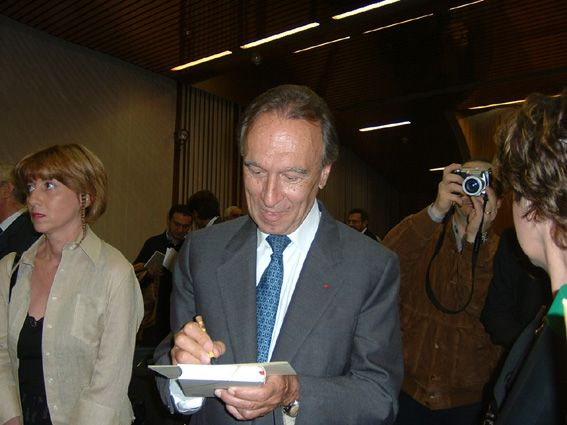 "7) Claudio Abbado received the ""Doctor Honoris Causa"" of the University of the Basilicata (Potenza) (October 13th, 2003). At the end of the ceremony, he very kindly signed many invitations including that of the CAI (Club Abbadiani Itineranti)."