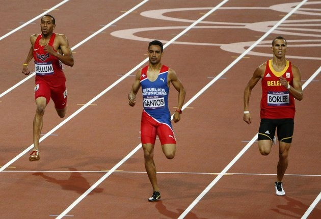 Dominican Republic's Luguelin Santos (C) finishes first ahead of Belgium's Kevin Borlee and Bryshon Nellum (L) of the U.S. in the men's 400m semi-final during the London 2012 Olympic Games at the Olympic Stadium August 5, 2012. REUTERS/David Gray (BRITAIN - Tags: OLYMPICS SPORT ATHLETICS)
