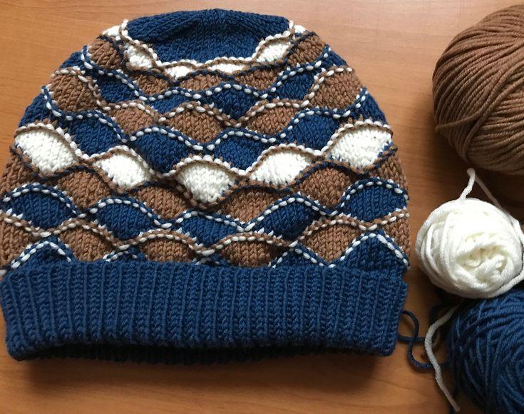 "@knittedwithluba on Instagram: ""Было у отца три сына Не, не так. Было три цвета ниток на свитерочек #redmaynesweater . Осталось…"""