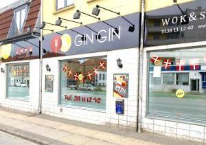 Se menukort. Bestil take away eller udbringning eller bord. Ring direkte til Gin Gin wok & sushi Vanløse og spar penge.