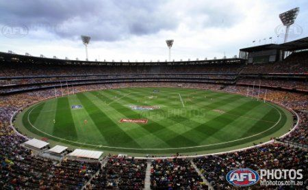 General view of the first bounce during the 2013 Toyota Grand Final match between the Hawthorn Hawks and the Fremantle Dockers at the MCG, Melbourne on September 28, 2013. (Photo: Justine Walker/AFL Media)