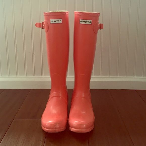 Pink hunter rain boots Size 6 hardly worn. They are in great condition and the color is rare. Hunter Boots Shoes Winter & Rain Boots