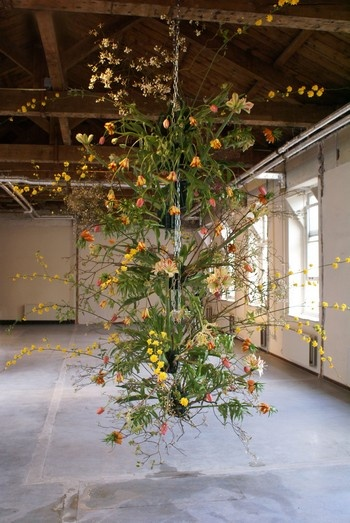 Frank Bruggeman floral installation - absolutely amazing! Kinda looks like Kokedama?