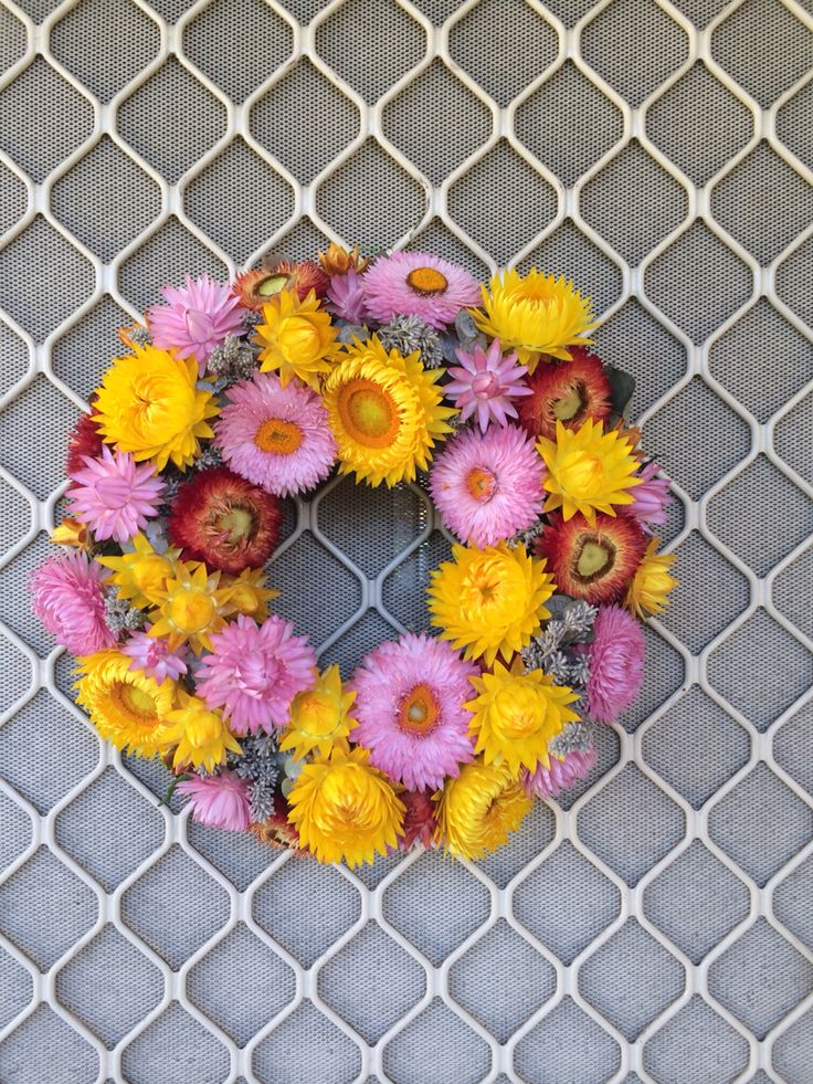Paper daisies wreath