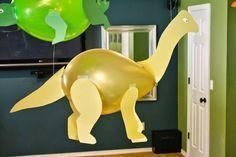 Dinossauros feitos de bexigas e papel Colorset - Dicas pra Mamãe