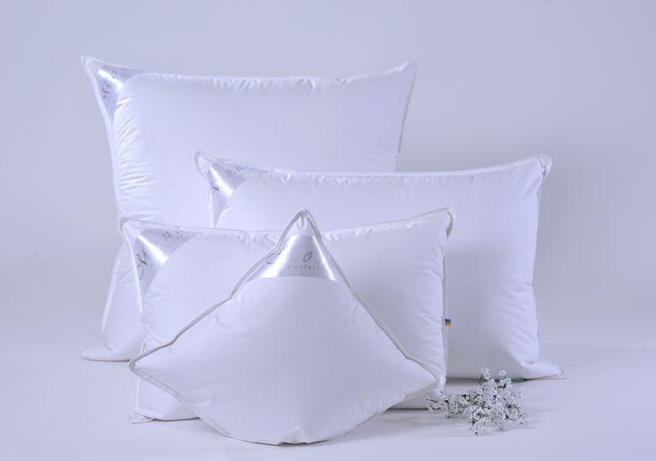Пуховые подушки  Коллекции: DeLuxe Collection Размер: 40х40,50х50,40х60,50х70 Наполнение: 100% белый гусиный пух Тип: Ткань чехла: Тик-батист