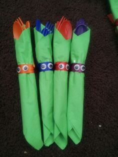 Wrap up your utensils in some green napkins, just like the Teenage Mutant Ninja Turtles!