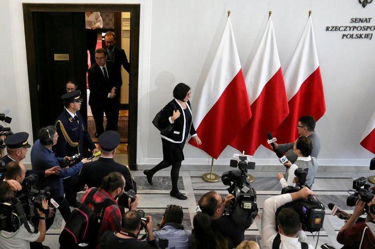 pologne::ils se plaignent de la Pologne est les sionistes que font 'ils en palestine et commettent des assassinat contre le peuple de palestine  alors c'est quoi ces deux poids deux mesures