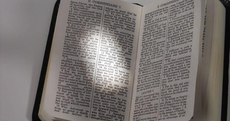 """Cómo rezar la liturgia de las horas. La liturgia de las horas es una forma de rezar que se remonta a los principios del cristianismo. Se trata de un grupo de rezos que se recitan durante todo el día a distintas """"horas"""". También es conocida como el """"oficio divino"""" y se necesita para llevarla a cabo un breviario, es decir el libro que contiene todos las oraciones necesarias para esta ..."""