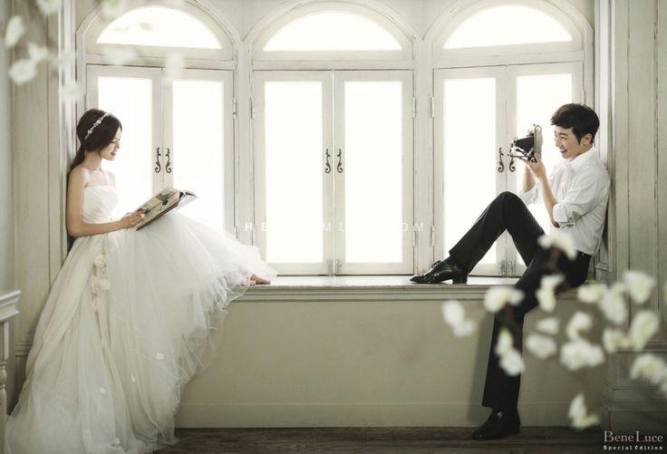 simple and vintage concept Korea pre wedding shot at Bene Luce studio.