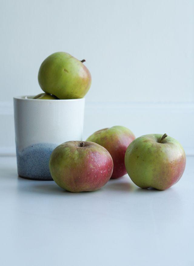 Appels and a Blue Hills cup