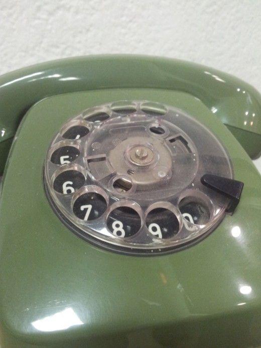 Wählscheibentelefon. Genau so eines hatte meine Oma.