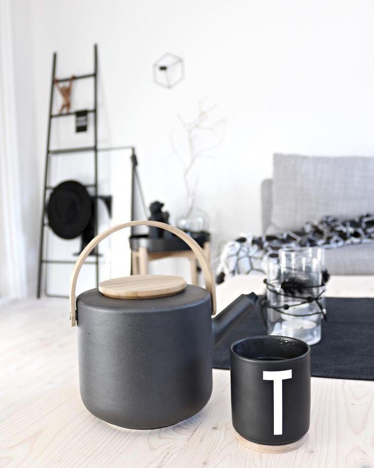 One cup, please🙋🏽♀️ _ #teatime #steltonmoment #interiorinspo #interiordetails #homedecor #homeinspiration #whiteliving #nordicinterior #scandinavianinterior #interiordesign #marbleletter #blackmarble #coffeemoment #onmycoffeetable