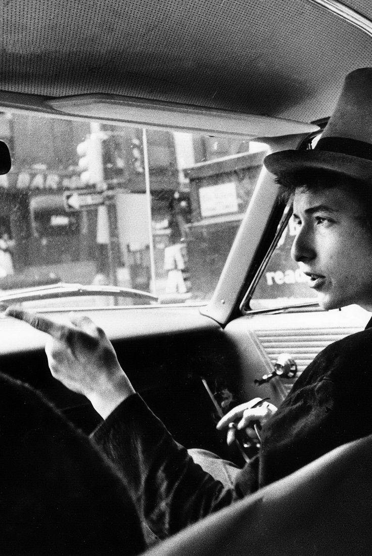 MAÑANA DE BLUES Y ROCK de lunes a Viernes en la radio. Visita www.radiodelospueblos.com y escúchanos por internet !!! Bob Dylan