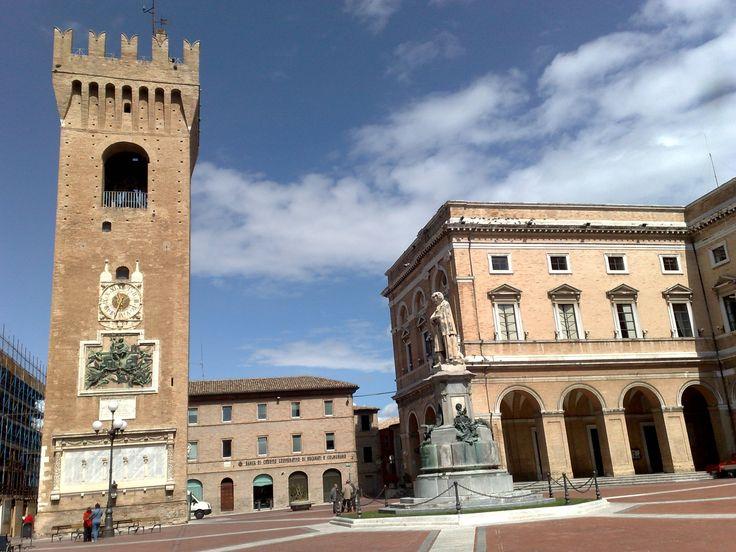 Recanati, piazza Giacomo Leopardi (da Pinterest)