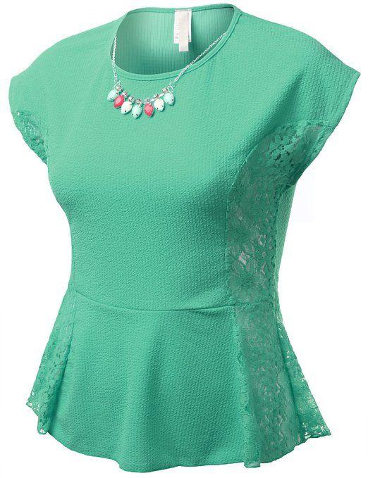 blusa con cortes laterales y encaje.muy sencilla y elegante a su vez.