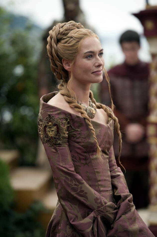 Cersei Lannister - The neckline for a flowy dress. Add some structure. Boning? Interfacing? Wire?
