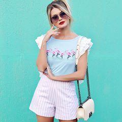 O look mais fofo q vc vai ver hoje ❤️ T-shirt de flamingos com babadinhos nas mangas e shorts cintura alta de listras! Tudo @presageoficial! Tô muito apegada 😱