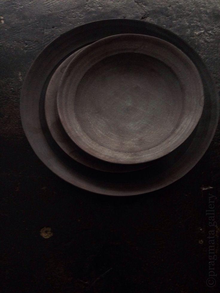 Ceramic plates by Akihiro Nikaido. 大皿、二階堂明弘。#pragmata
