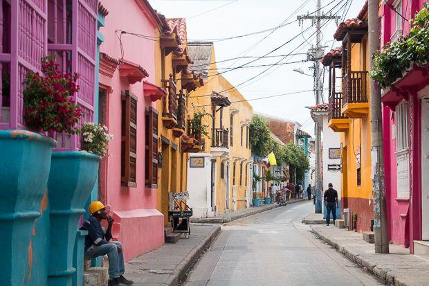 Ares caribenhos, construções coloniais, frutas tropicais e cores vibrantes. Cartagena das Índias, na Colômbia, tem tudo isso – e além. Confira nossas dicas!