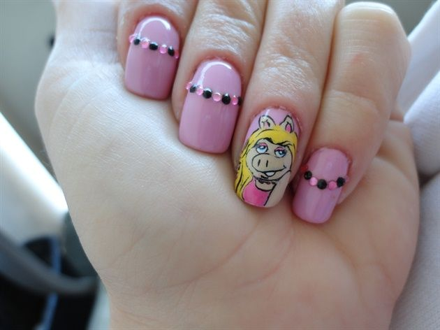 Miss Piggy - Nail Art Gallery by NAILS Magazine