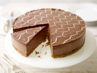 Tarta de queso y chocolate sobre galleta (Chocolate cheesecake with white chocolate icing )
