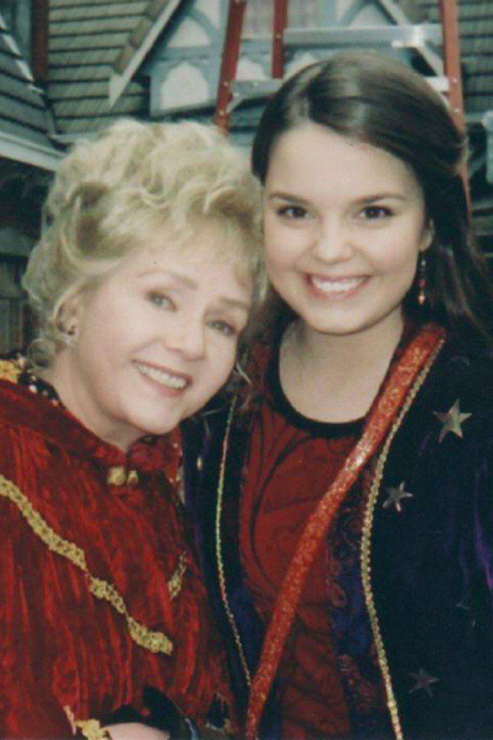 Halloweentown's Kimberly J. Brown Posts a Bittersweet Tribute to Debbie Reynolds